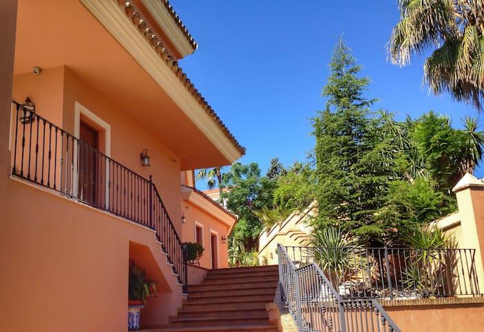 Villa en Sevilla (Tomares)