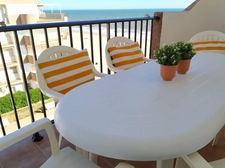 Apartamento y Terraza junto al Mar con piscina
