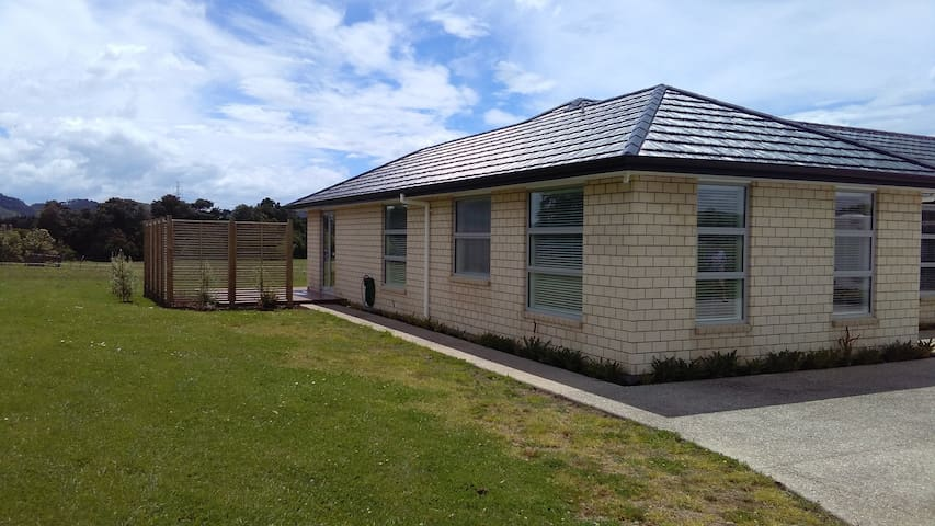 Spacious Country Apartment - Papakura - Daire