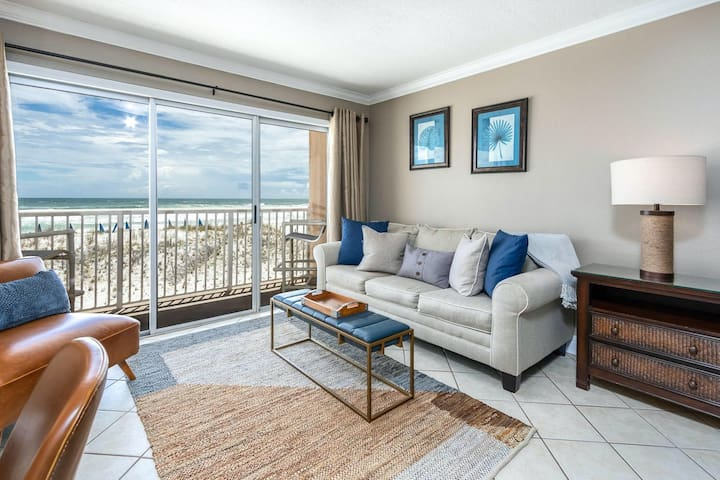 Second floor, oceanfront condo w/ ocean views, shared pool, and high-speed WiFi