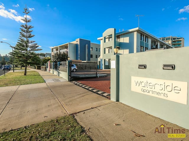 Waterside Apartment by the Swan River-Free WiFi