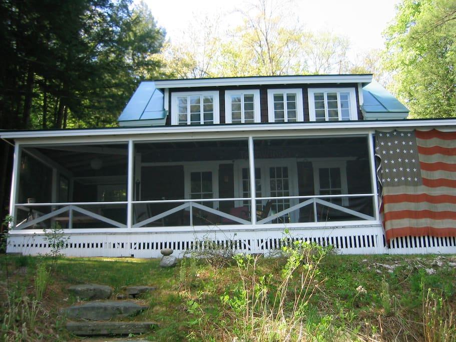 Front PorchSpacious Porch