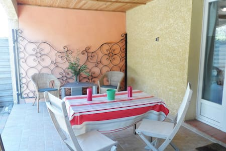 Large 3 bedroom apartment & garden - Ortaffa