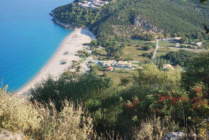 Strandhus på grekiska västkusten