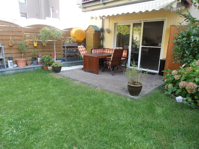 Room in shared apartment with big garden - Düsseldorf - Apartment