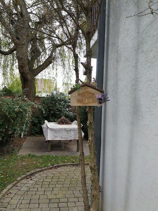 apartment with garden for voyager solo near paris apartments for rent in ch tillon le de. Black Bedroom Furniture Sets. Home Design Ideas