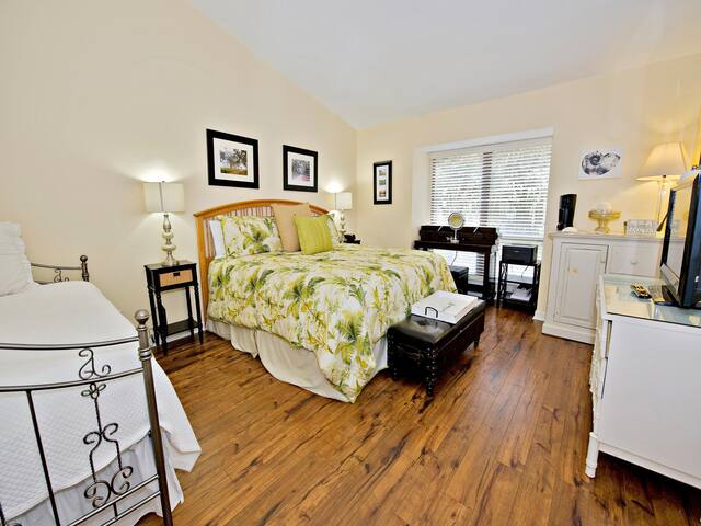 2400 Lighthouse Tennis Sea Pines - 1 Bedroom - Ride to Beach Villa