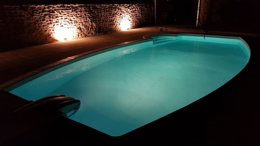 LA PETITE MAISON BLEUE - Fab!! with Heated Pool