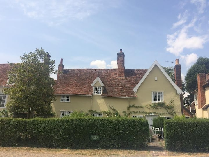 Romantic 15th century cottage, Long Melford