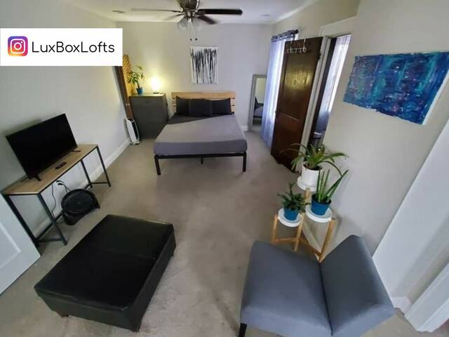 The Royale at LuxBox Lofts ★ 4 Bed Private Room