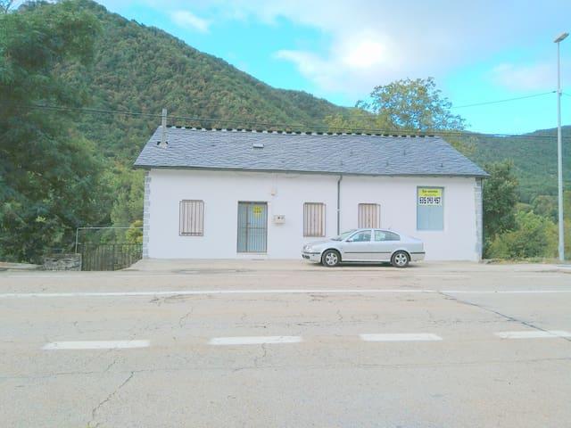 Casa en alquiler en Cuevas del Sil - Palacios del Sil - Rumah