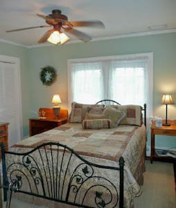 Quaint rooms in Historic house near downtown. - Stuart