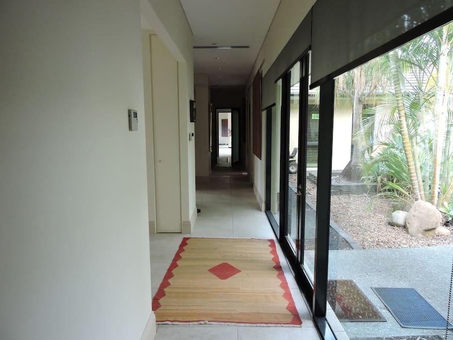Entrance/passage