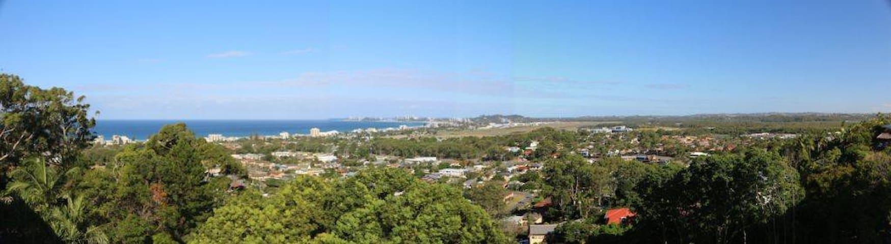 WOW!! Sea views, close to Tugun beach & GC Airport