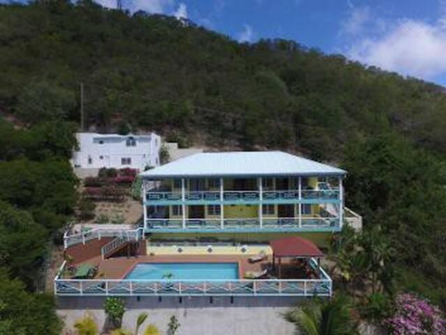 Twin/King Room in Villa w/pool. Views, English Hbr