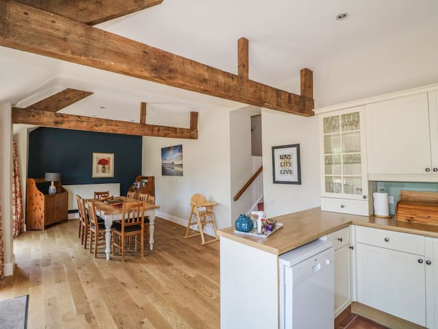 Larkstone - Wetton Barns Holiday Cottages