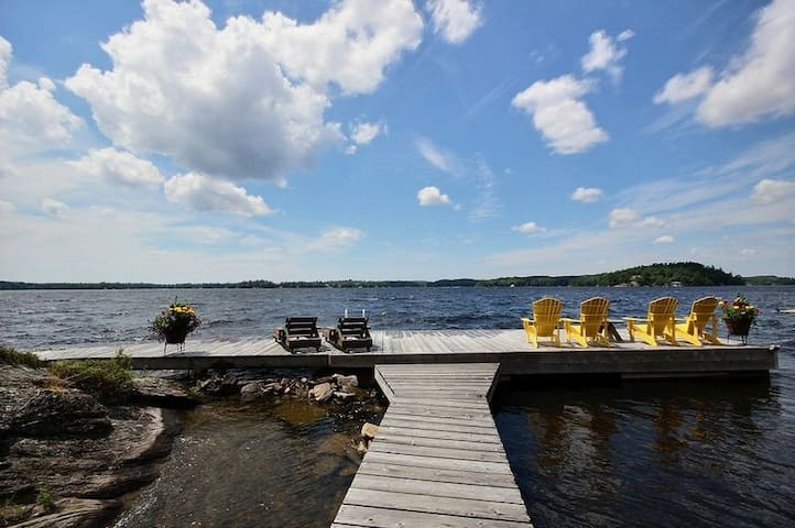 Cedar Cottage with Sunset Views on Lake Muskoka - Lake Muskoka - Chatka