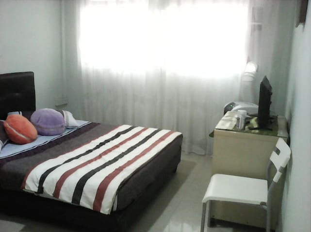 (Room)Breezy Comfy Stay (Kitchen Bathroom)