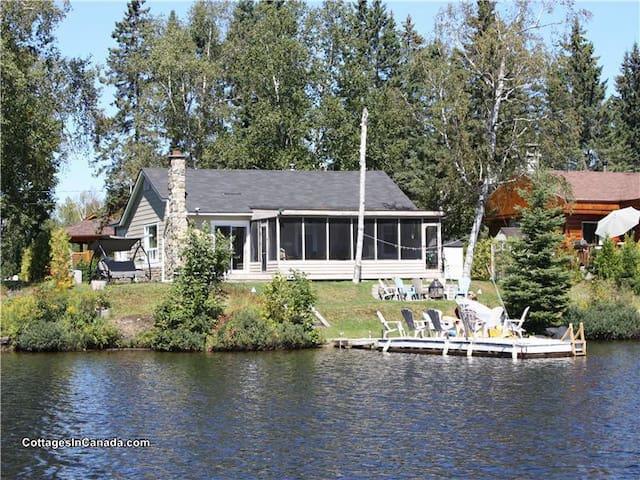 CHALET bord de lac avec SPA - Lantier - Vacation home