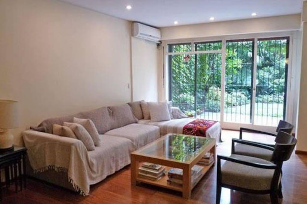 cómodo living, espacio para estar y compartir