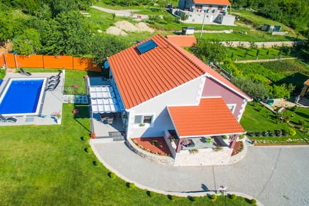 "Luxury relax house ""JOJA"" with pool heating"