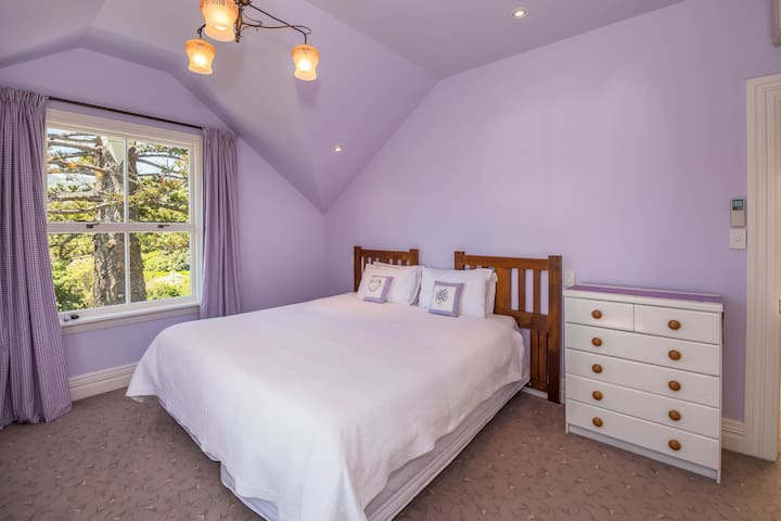 Two rooms (1-4guests) fab views - great location