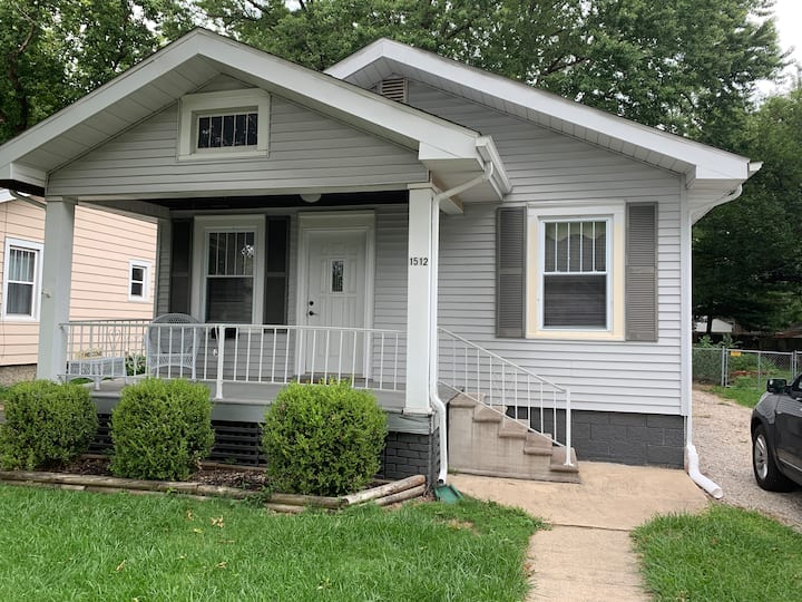 Cute (2 Bedroom) Bungalow in Central Springfield