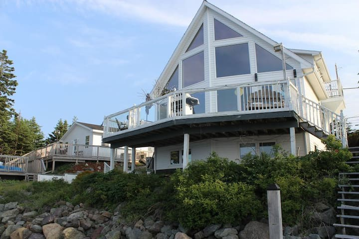 A Vacation Delight on the Bras D'or Waterfront