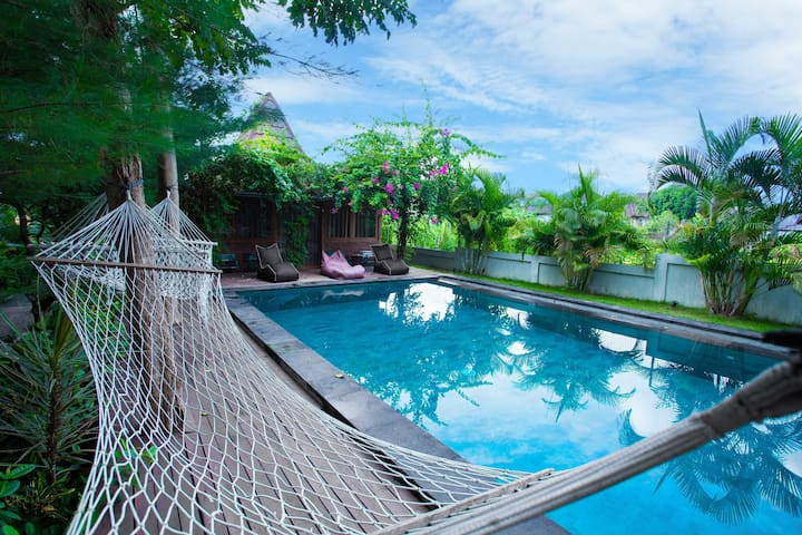 Villa The Lily: Canggu very center. FREE breakfast