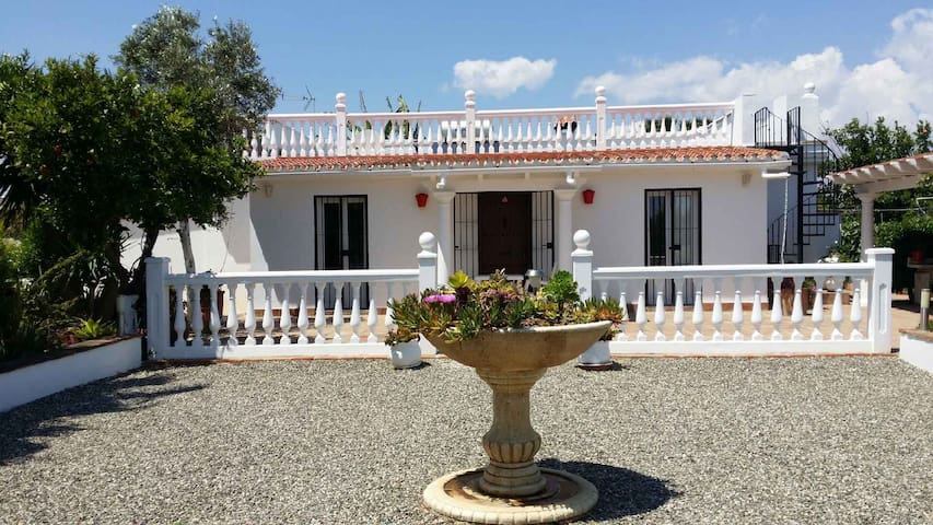 "Villa ""Leon"" with private pool and garden - Alhaurín de la Torre - Huis"
