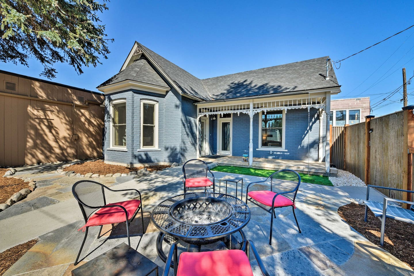 Bring friends along to this vacation rental house in Salida!