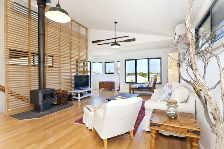 Apollo Bay Beach House - 300 metres from beach