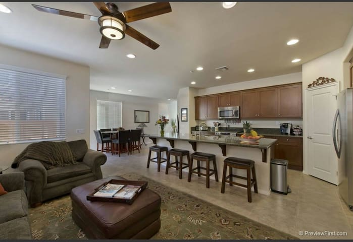 Great Location! Clean and Modern! - San Marcos - Casa