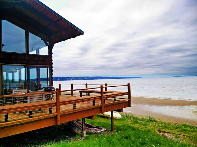 Buddy's Beach House - Langley - House