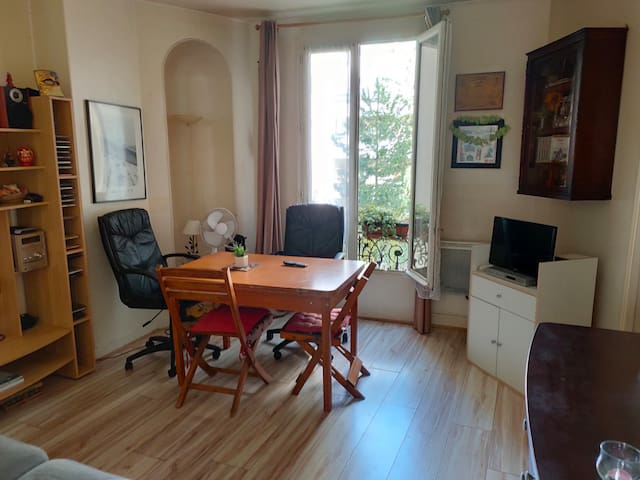 Nice and basic flat located near Montparnasse
