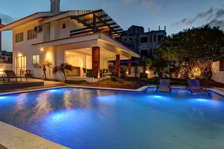 Casa do Artista,  incrível piscina, 4 quartos