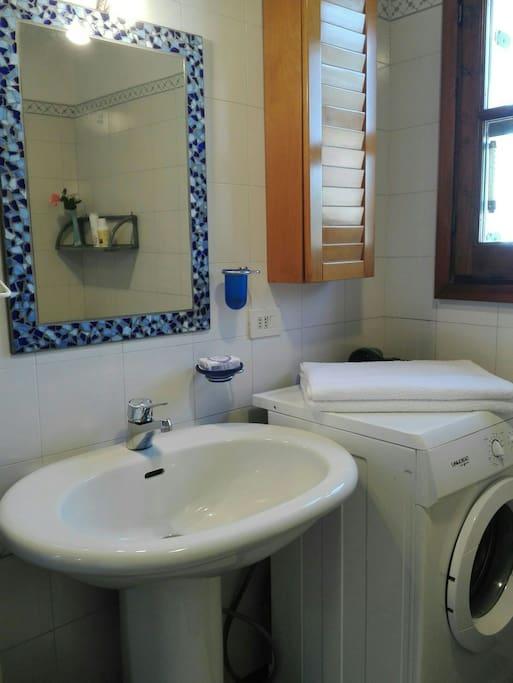 Il bagno ad uso esclusivo degli ospiti.
