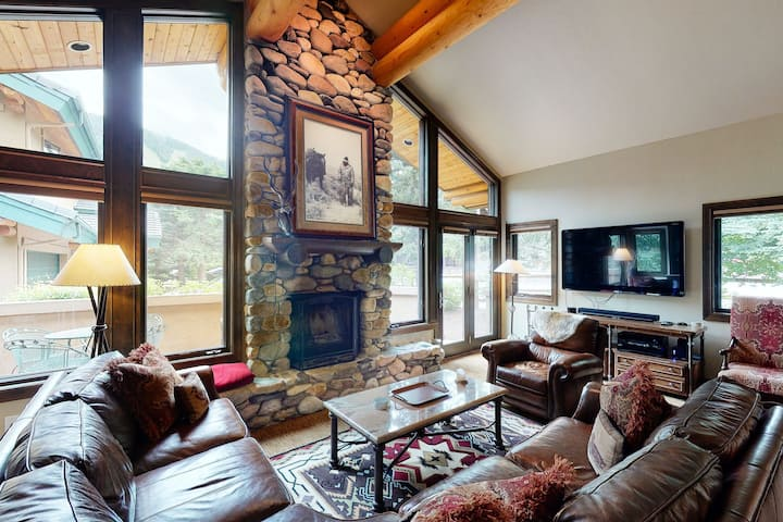 New listing! Ski-in/ski-out chalet w/ a full kitchen, fireplace, furnished deck
