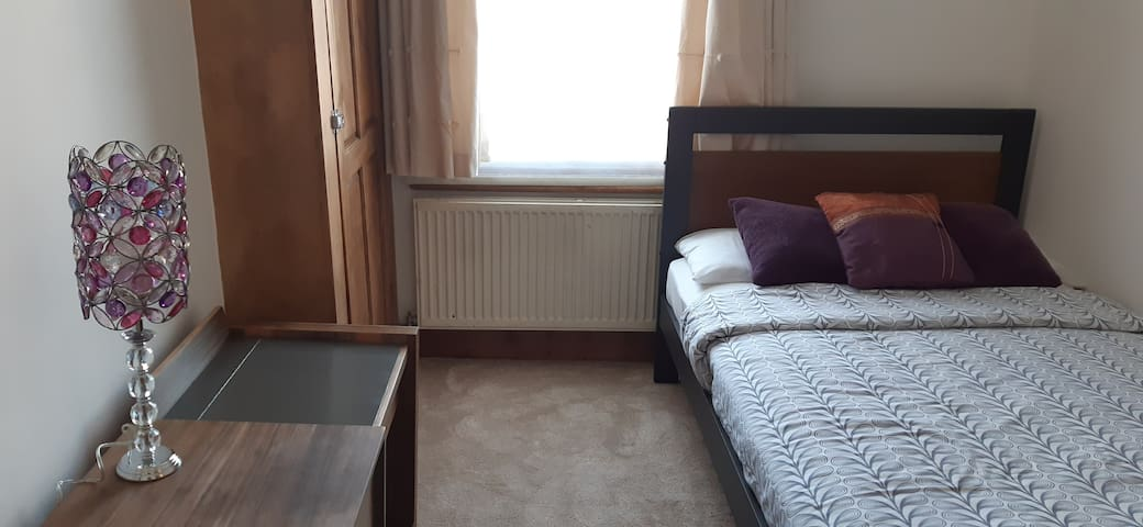 Cosy Room within mins walk to Wembley Stadium