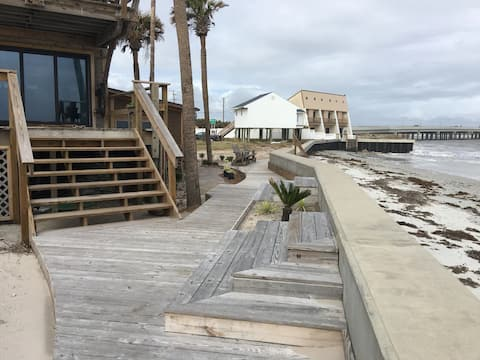 Treehouse Gypsy Palace direct oceanfront