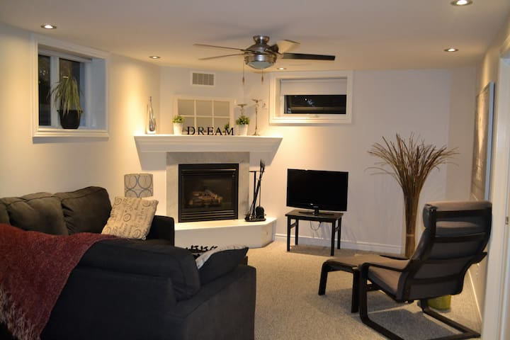 Suite Barrie, Private, 2 bedrooms, Full kitchen.