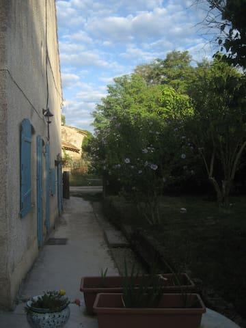 Ancienne ferme familiale avec grands espaces - Calignac - Huis