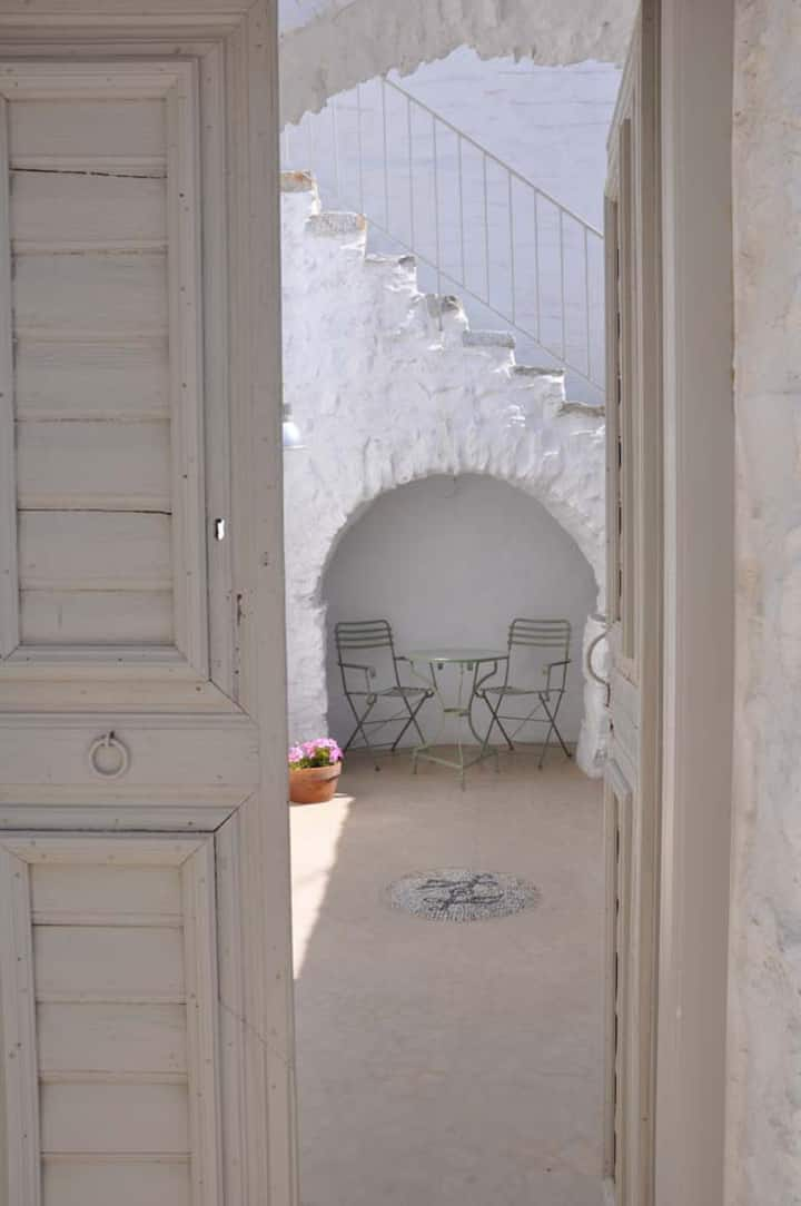 AMORGOS-CHORA, elegant charming traditional house