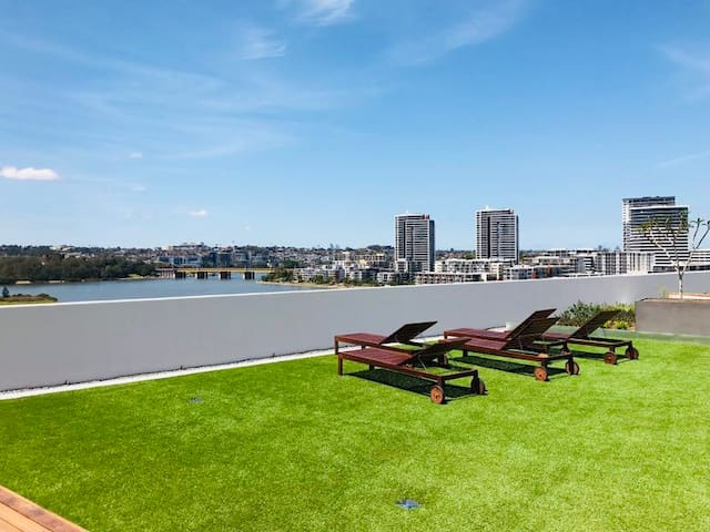Great garden view 1 bed apartment  with carpark