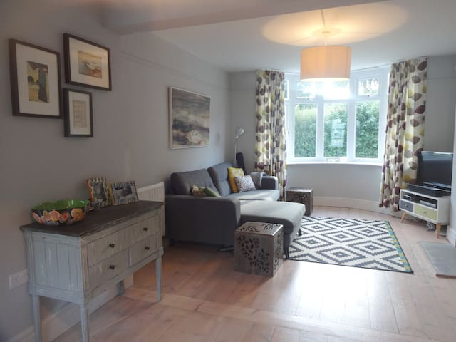 Fantastic Family Home in Central Totnes - Totnes - House