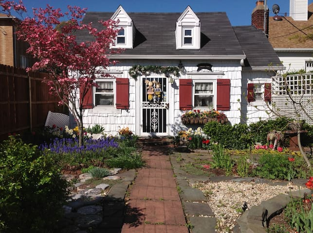 The Sweet Pea Cottage - Staten Island - Huis