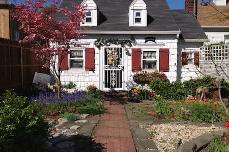 The Sweet Pea Cottage - Staten Island - Dom