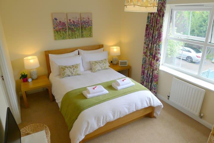 Double room with en-suite shower Duxford Cambridge