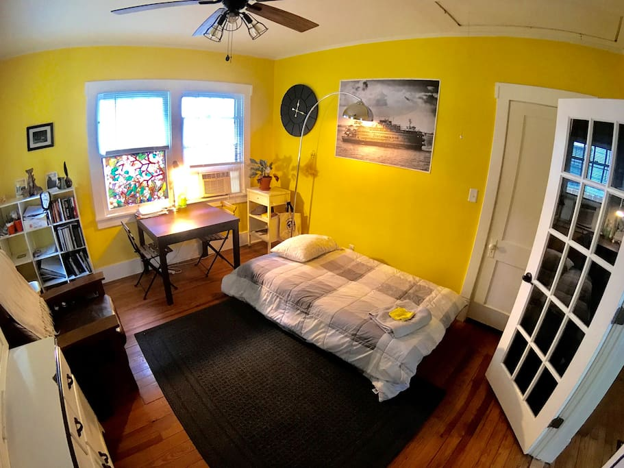 Bedroom in the study. Couch that folds down into twin bed.