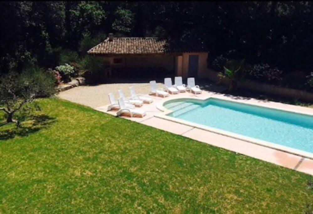 Grande bastide pour 14 personnes avec piscine maisons for Abri piscine 10x5